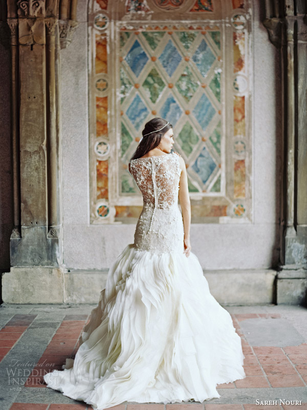 10 gorgeous lace back wedding gowns