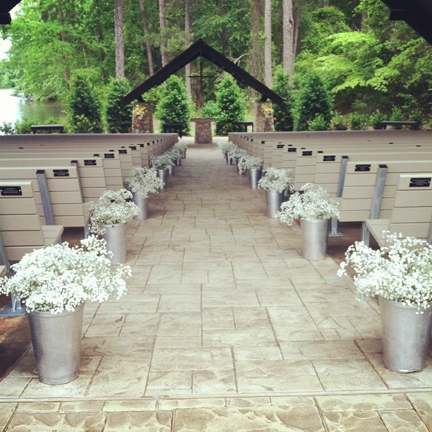 10 barn wedding decor ideas for Aisle wedding decoration ideas