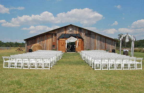 rustic florida wedding venue wishing well barn