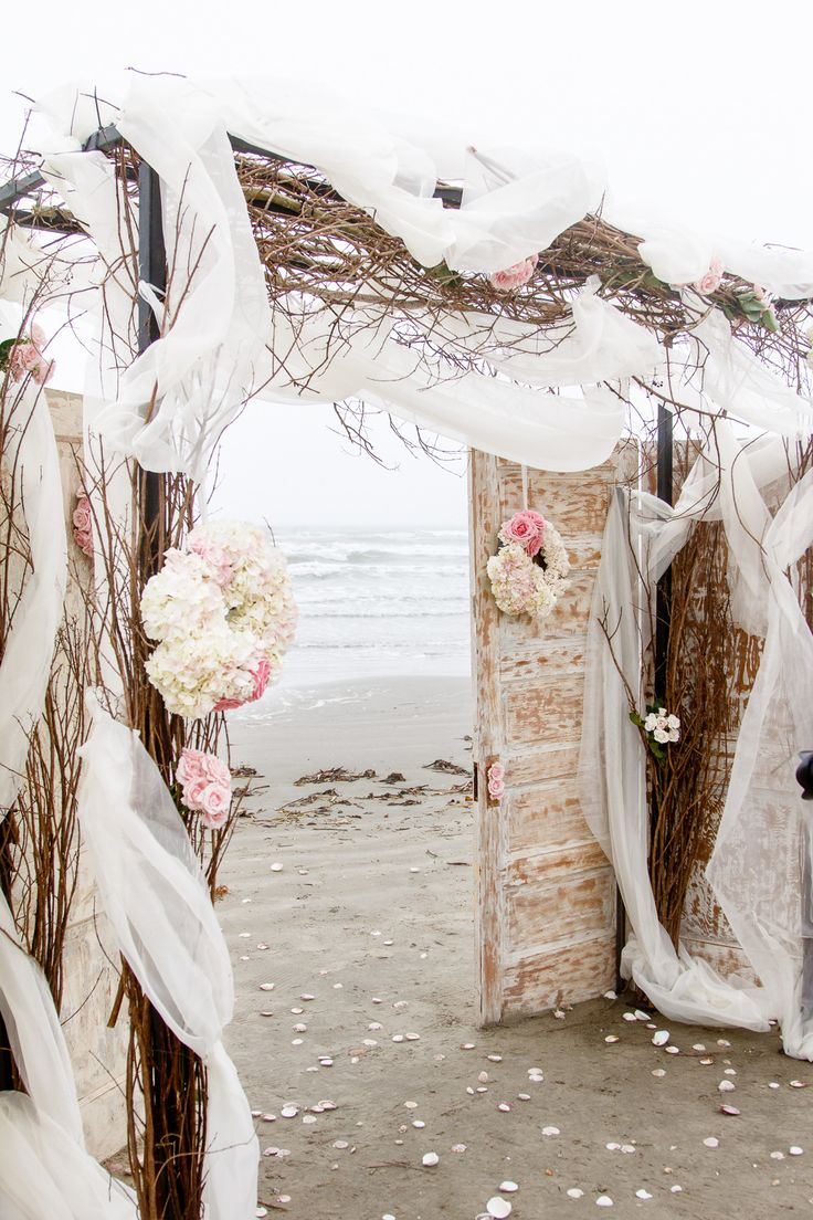 7 beautiful wedding arches - Salle de bain style shabby ...