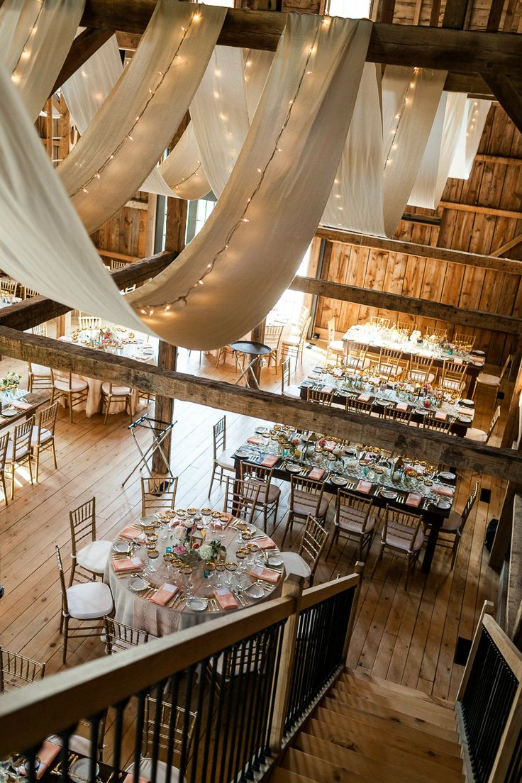 10 gorgeous barn wedding receptions for Country wedding reception decorations