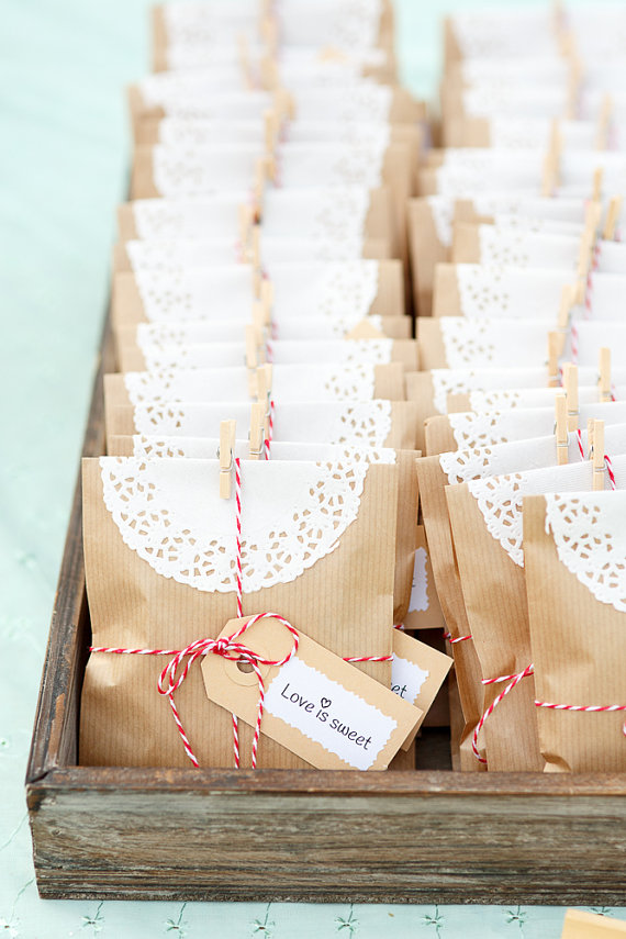 Small Wedding Gift Bag Ideas : Budget Friendly Rustic Wedding ideasRustic Folk Weddings