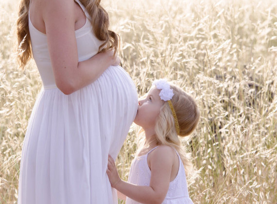 10 Adorable Gifts for the Pregnant Bride